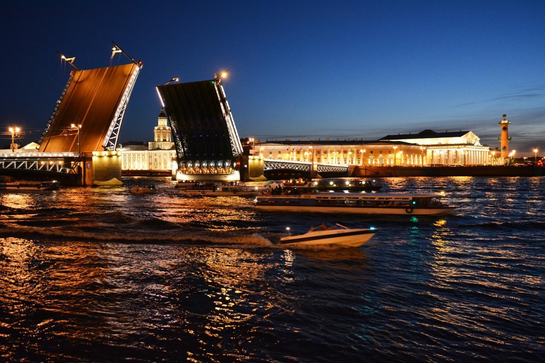 Аренда катера на развод мостов – главную достопримечательность Санкт-Петербурга
