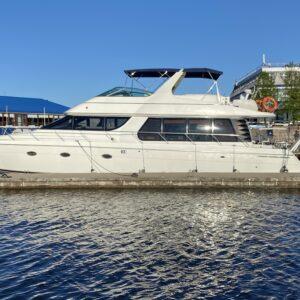 Яхта Carver 60