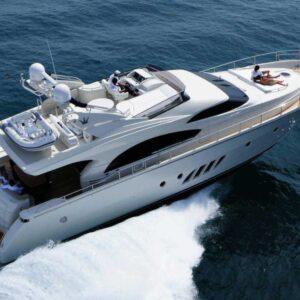 Яхта Dominator 68